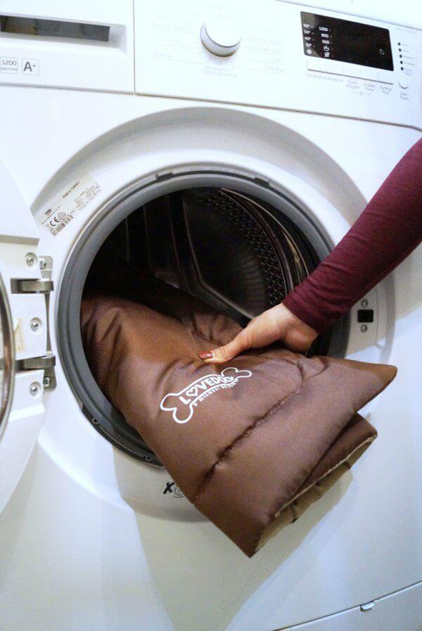 brazowa mata lovedog podczas prania